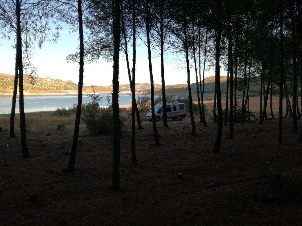 bivouac au bord fu lac  d'Iznajar