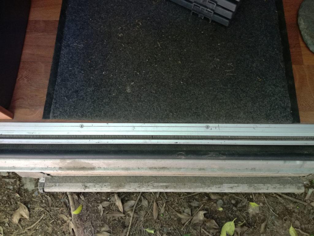 Protection rail moustiquaire