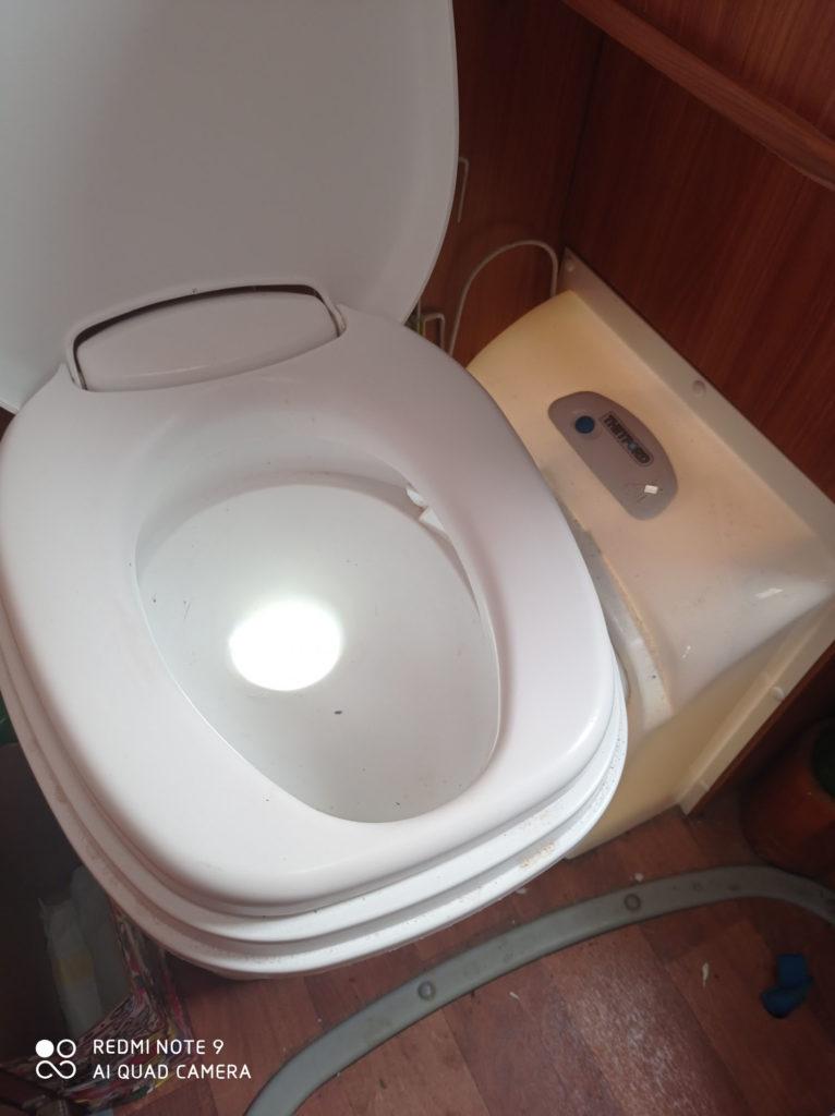 Démontage de WC chimique